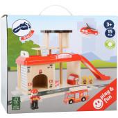 Houten Brandweerstation bij treinrails